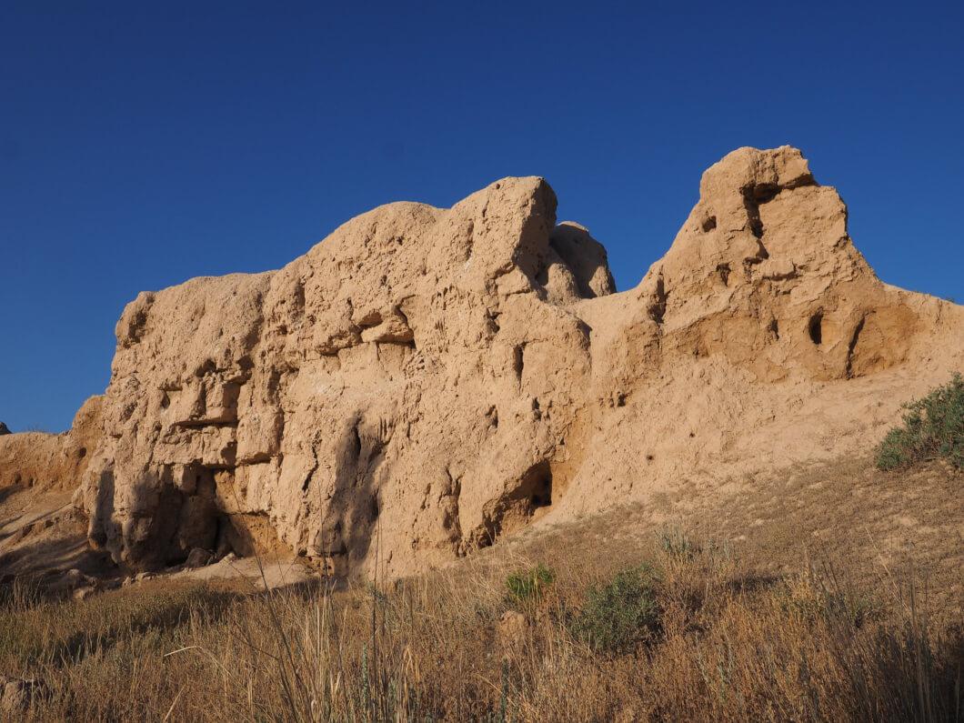 【256〜257日目】キルギス(チャタルクル湖トリップ part1):英雄たちを守る城壁コショイコルゴンへ